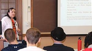 Management Course Teaches Interpersonal Skills